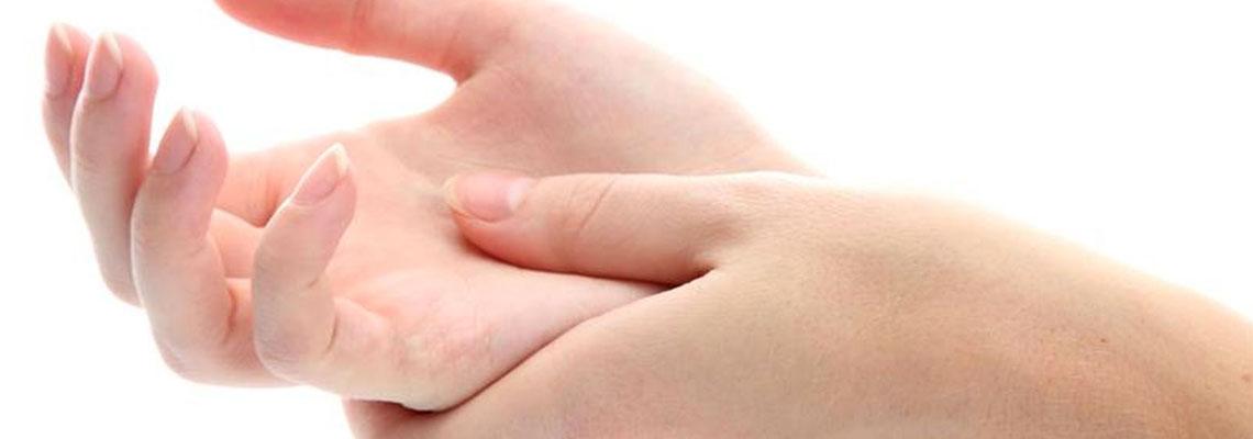 auto massage des mains
